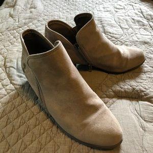 Shoes - Tan booties